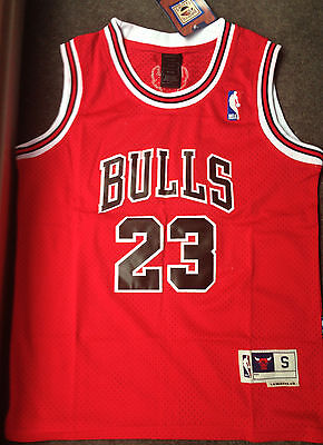 Chicago Bulls. 23. Michael Jordan. Basketball jersey.