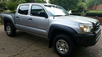 2015 Toyota Tacoma  2015 Toyota Tacoma PreRunner 2wd Double Cab 4 Spd Automatic 40,000 miles Silver