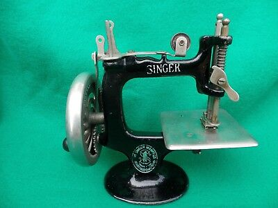 Antique 8 Spoke Singer Toy Sewing Machine - 1914