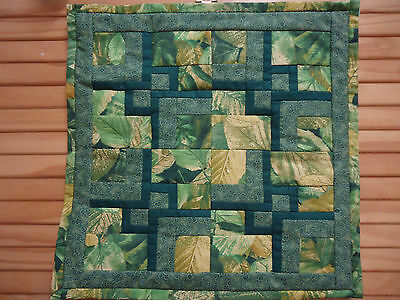MINI PATCHWORK QUILTED  WALLHANGING / TABLE CENTRE. Hand made. 33 cm square