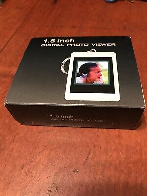 1.5 inch Digital Color Picture Photo Viewer Keychain - Brand New