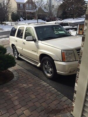 2006 Cadillac Escalade Base Sport Utility 4-Door Must sell looking for sell it cheap NO RESERVE
