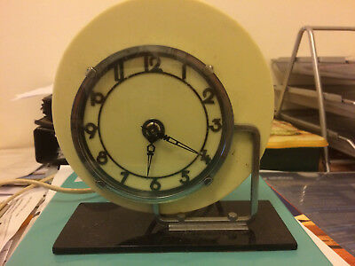 Art Deco Pale Yellow Bakelite SEC Mantel clock with black base