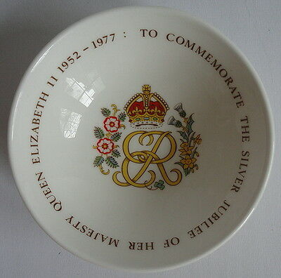 Queen Elizabeth Vintage 1977 Commemorative Silver Jubilee English Souvenir Bowl