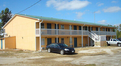 26 Unit Motel with 4 RV Hookups in front of airport!