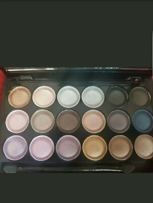 MAC Eye Shadow 18xColoure