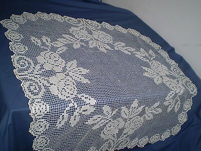 25''x 26 '' Beautiful Vintage Handmade Filet Lace Tablecloth