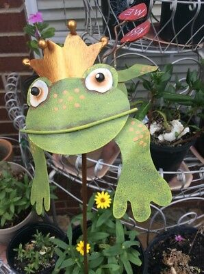 """GREEN TIN FROG from ROUND TOP  COLLECTION """"KISS ME"""""""