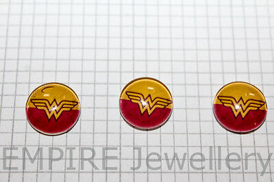 2 x Wonder Woman Super Hero 12x12mm Glass Cabochons Cameo Dome