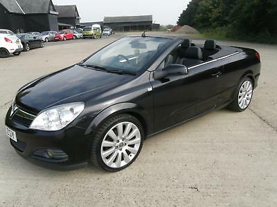 Vauxhall Astra Twintop Exclusiv Black Edition 163 250 00