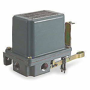 SQUARE D Alternator Lqd Lvl Swch,Vrtcl Open Tank, 9038AW1