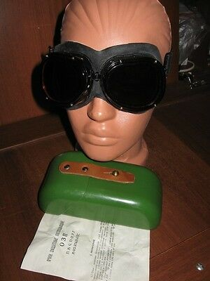 Soviet russian  goggles protection against nuclear explosion .