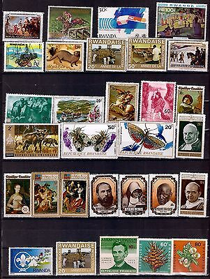ZY52 RWANDA 30 timbres neufs :personnages,tableaux,insectes,sujets divers