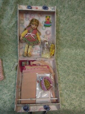 "KISH 7.5"" vinyl doll - ""RILEY's World-Field Trip Gift Set"" Mint w/ doll LC-525"