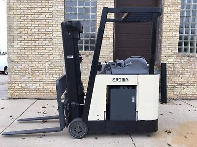 Crown RC3020-30 Counter Balanced 2006 Forklift With Sideshift 3000 lbs Capacity