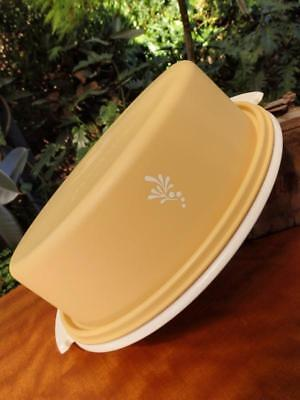 RETRO 70s VINTAGE TUPPERWARE LARGE Round Harvest Gold CAKE CARRIER Taker TIN