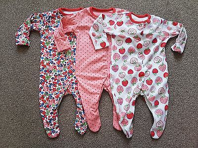 TU up to 1 Month Sleepsuits