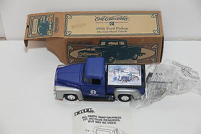 ERTL New Holland 1956 ford pickup die cast 1/25  3025DO 1995