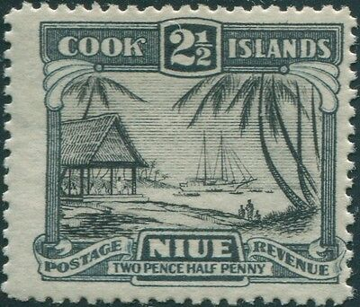 Niue 1932 SG65 2½d Natives Working Cargo MLH