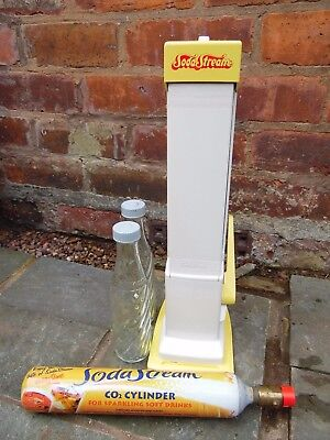VINTAGE 1970s CLASSIC YELLOW MR FIZZY SODA STREAM + TWO BOTTLES WORKING