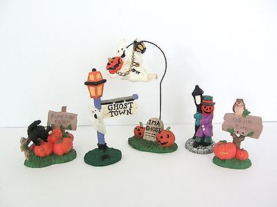 Lot of 5 Creepy Hollow Halloween Figures Flying Ghost Town Sign & More Accessory