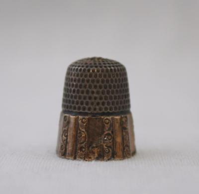 Antique Stern Bros Sterling Silver Paneled Thimble