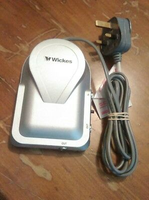 Wickes 2 Way Twin Distribution Amplifier TV Signal Booster Aerial amp
