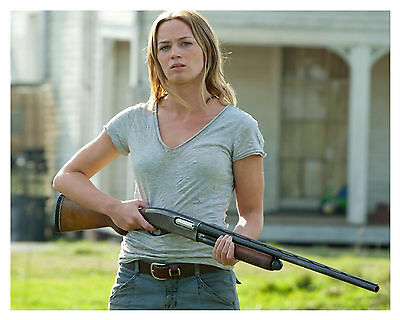 -- - EMILY BLUNT -LOOPER --8x10 Glossy Photo