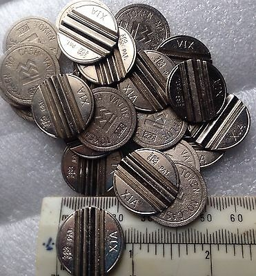 FRUIT MACHINE TOKENS 100- X1A Slotted Nickle Plated Fruit Machine Credit Tokens