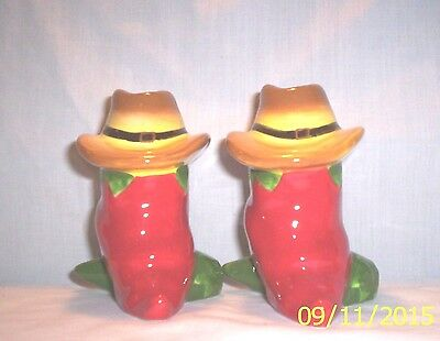 Southwest Z24 XXX Red Hot Peppers w/ Western Hats Shakers
