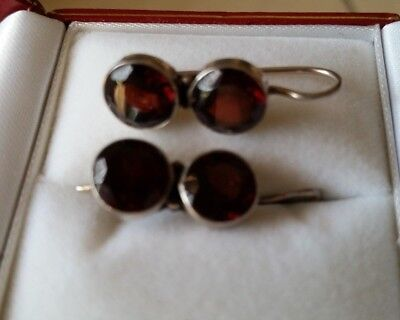 Solid 925 STERLING SILVER earrings with 2 red crystal glas ( or stone )