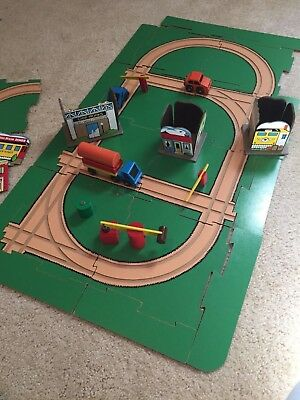 Whittle Chips Wood Tracks Buildings Cars 1980's Set of 30 Pieces