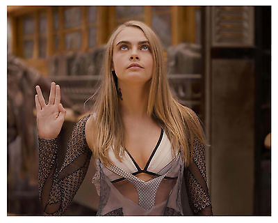 """""""VALERIAN"""" and the city of a thousand planets """"Cara Delevingne"""" 8x10 Photo"""