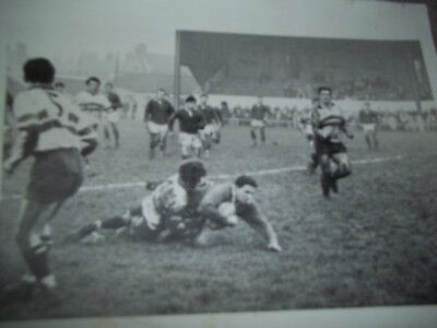 Vintage Rugby League Press Photo Hull Fc 24Th Dec 1966 Huxley Halted Chamberlain