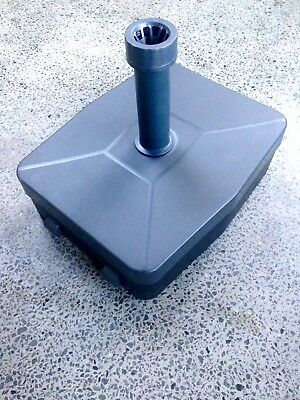 Outdoor Umbrella Base: Coolaroo