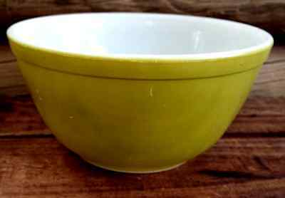 Vintage Retro PYREX Mixing BOWL Lime Green Ovenware USA 1 1/2 Qt No 15 402 med