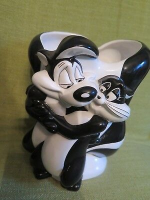 PEPE LE PEW AND PENELOPE THE CAT   ceramic