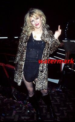 Courtney Love Really Cool Middle Finger 8X10 Photo
