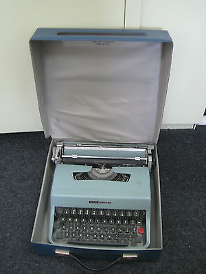 Vintage Olivetti Lettera 32 Typewriter & Carry Case - Reduced price