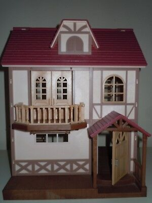 SYLVANIAN FAMILIES DOLLHOUSE with FURNITURE.