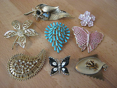 Brooches, small lot of 8 goldtone brooches, rhinestones, lucite, enamel, to wear