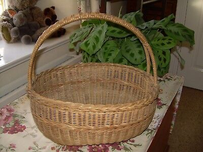 Vintage wicker shopping basket+Very good condition.