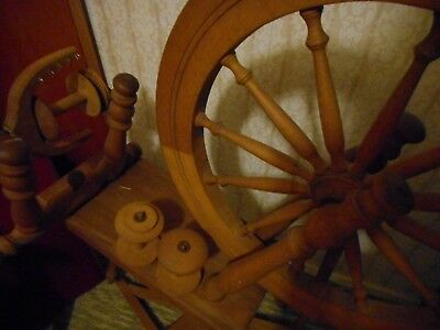 Spinning wheel with several bobbins