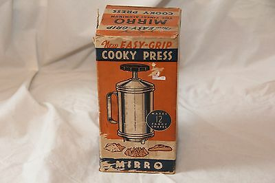 Vintage Mirro Cooky Press, 12 diffrent shapes included.