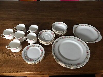 "Paragon ""Belinda"" Fine Bone China Set"