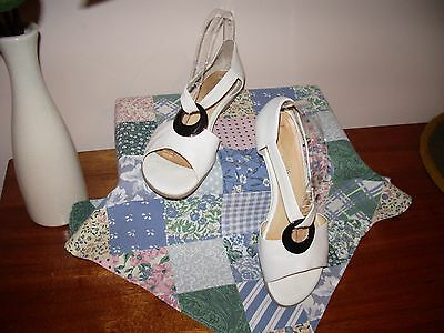 """Women's shoes """"Easy Steps""""  size 37, ALL leather , off white , lovely ."""