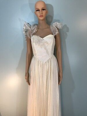 AUTHENTIC VINTAGE 1950s FULL LENGTH LACE &  WEDDING DRESS..size Small