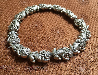 Beautiful Chinese Miao silver with carved bracelet - pixiu