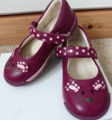 Stunning Pair Of Clarks Little Girls Shoes, Size 5.5G Uk