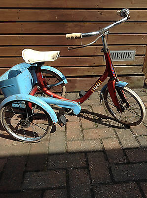 Vintage Raleigh childs tricycle.